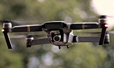 Dron nagrywa z powietrza